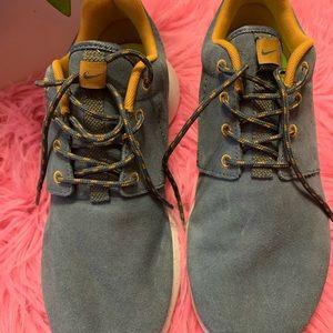 Nike women's roshe run suede shoes
